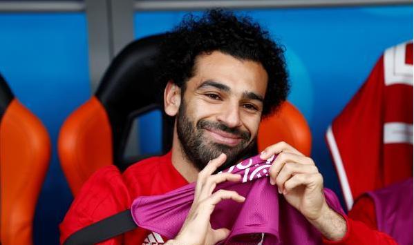 الابتسامة تعود لوجه صلاح بعد صدمة الهزيمة من أوروجواي