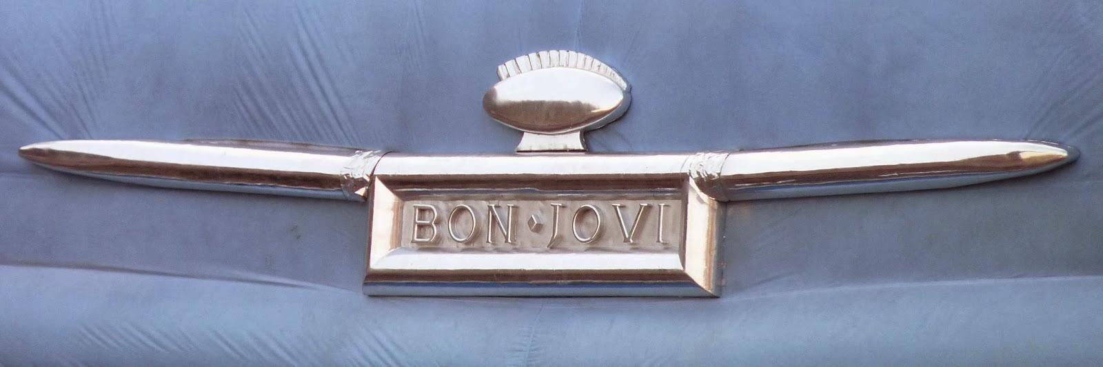 Logotipo de Bon Jovi del escenario del concierto.