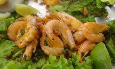 Camarões da sequência de frutos do mar