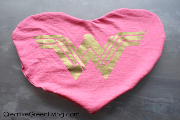 Upcycled clothing craft ideas: How to make an old t-shirt into a pillow