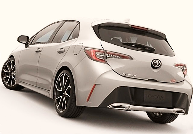 2020-toyota-corolla-xse-hatchback-classic-silver-metallic-color-exhaust-taillights-trunk-door