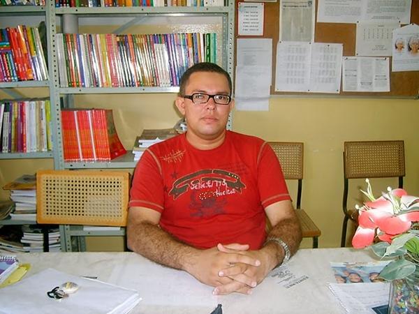 Eu, professor. Iniciando carreira em 2004. Na mesma escola na foto acima.