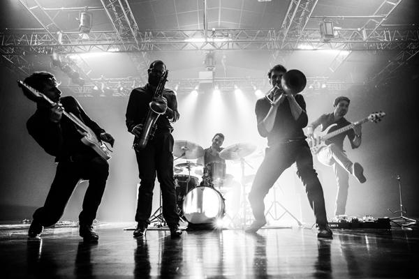 Voilà le quintet de jazz Ozma de retour, avec un nouvel album : hyperlapse virevoltant et plein d'énergie.