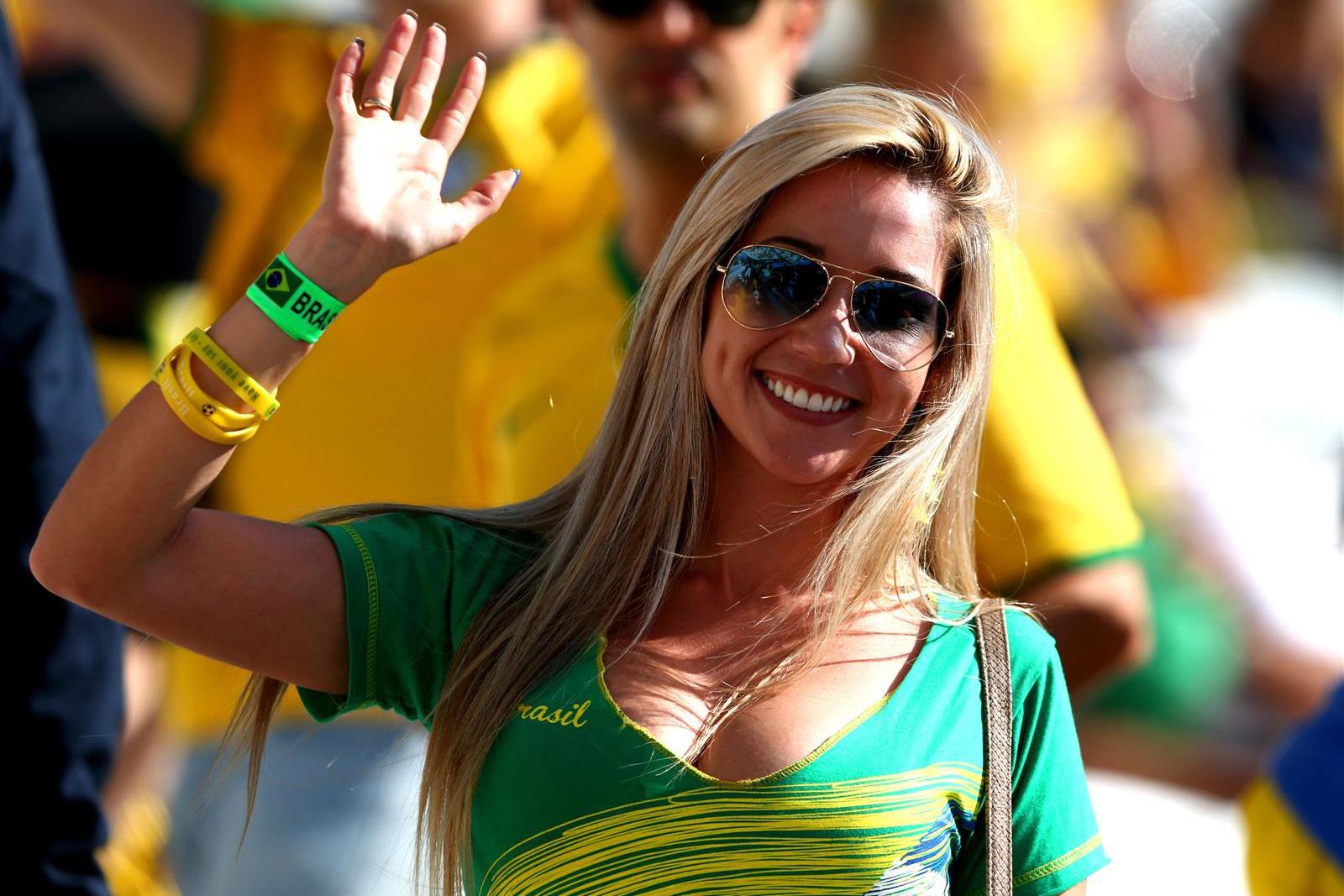 Para Bidadari Brazil yang Menghiasi Pertandingan Piala Dunia 2014