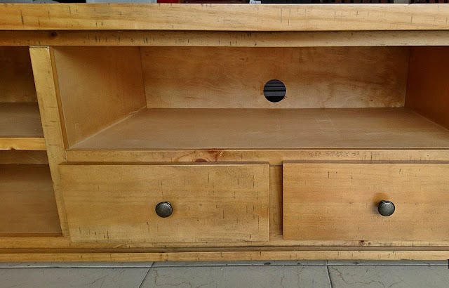 Kệ tivi gỗ thông phong cách cổ điển châu âu PK13