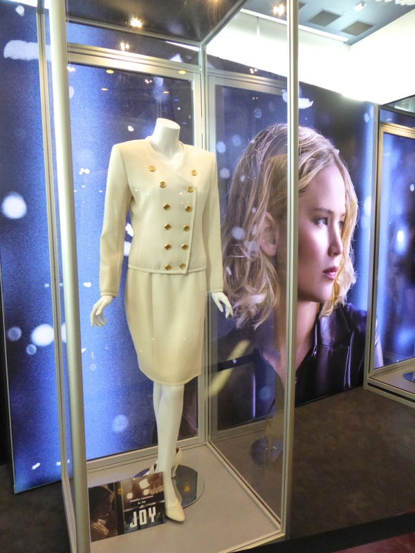 Jennifer Lawrence Joy Mangano movie costume