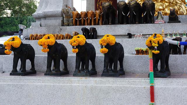 Изображение фигурок слоников, Алтарь Эраван