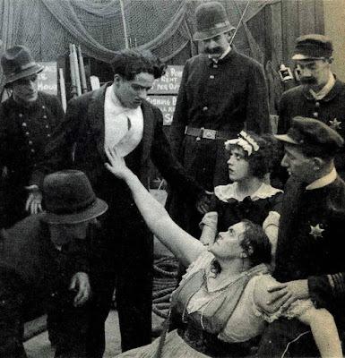 "Чарли Чаплин, Мэйбл Норманд и Мари Дресслер в ""Прерванном романе Тилли"" (1914) - 5"