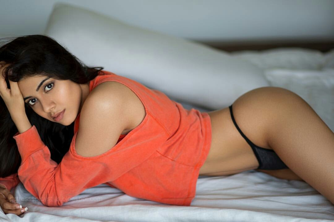 Nikki Tamboli Spicy Pics Collection