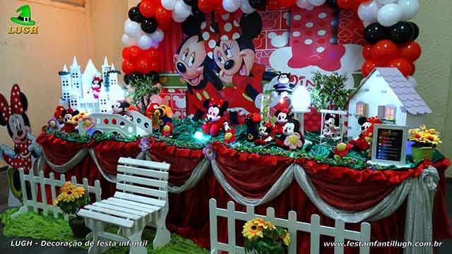 Decoração de festa infantil Minnie com roupinha vermelha