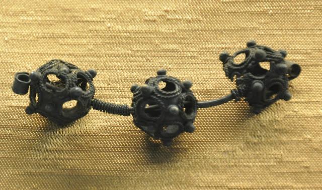 Muzeum Ziemi Przemyskiej - zausznica wczesnośredniowieczna (fragment)