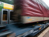 Беженцы едут из Италии в Гемранию на тованых поездах