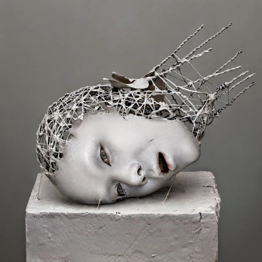 Design sculptures of decomposing body parts for Art contemporain sculpture