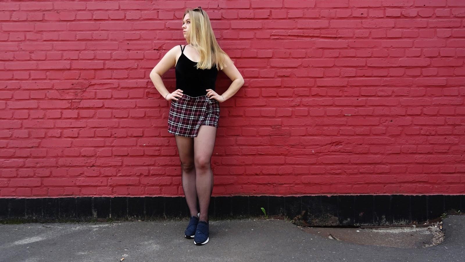 Spodenki w kratę, welurowe body, jeansowa kurtka, checked skirt, checker shorts, velvet body, jeans jacket