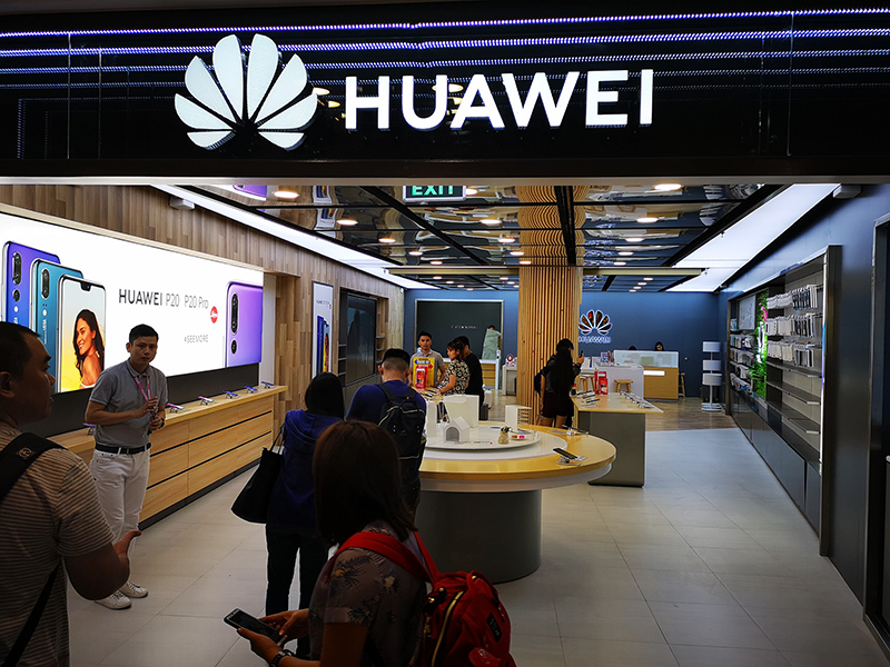 Huawei opens new concept store at Glorietta