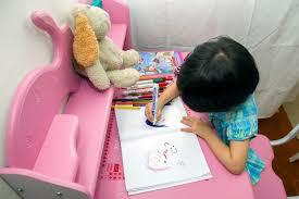 تحميل كتاب فن الرسم عند الاطفال جماليته و مرالحل تطوره لسوسن عصفور