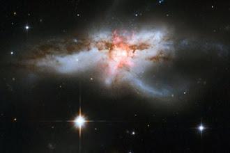 Ο γαλαξίας που μοιάζει με πεταλούδα