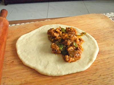 Calzone Recipe @ http://treatntrick.blogspot.com