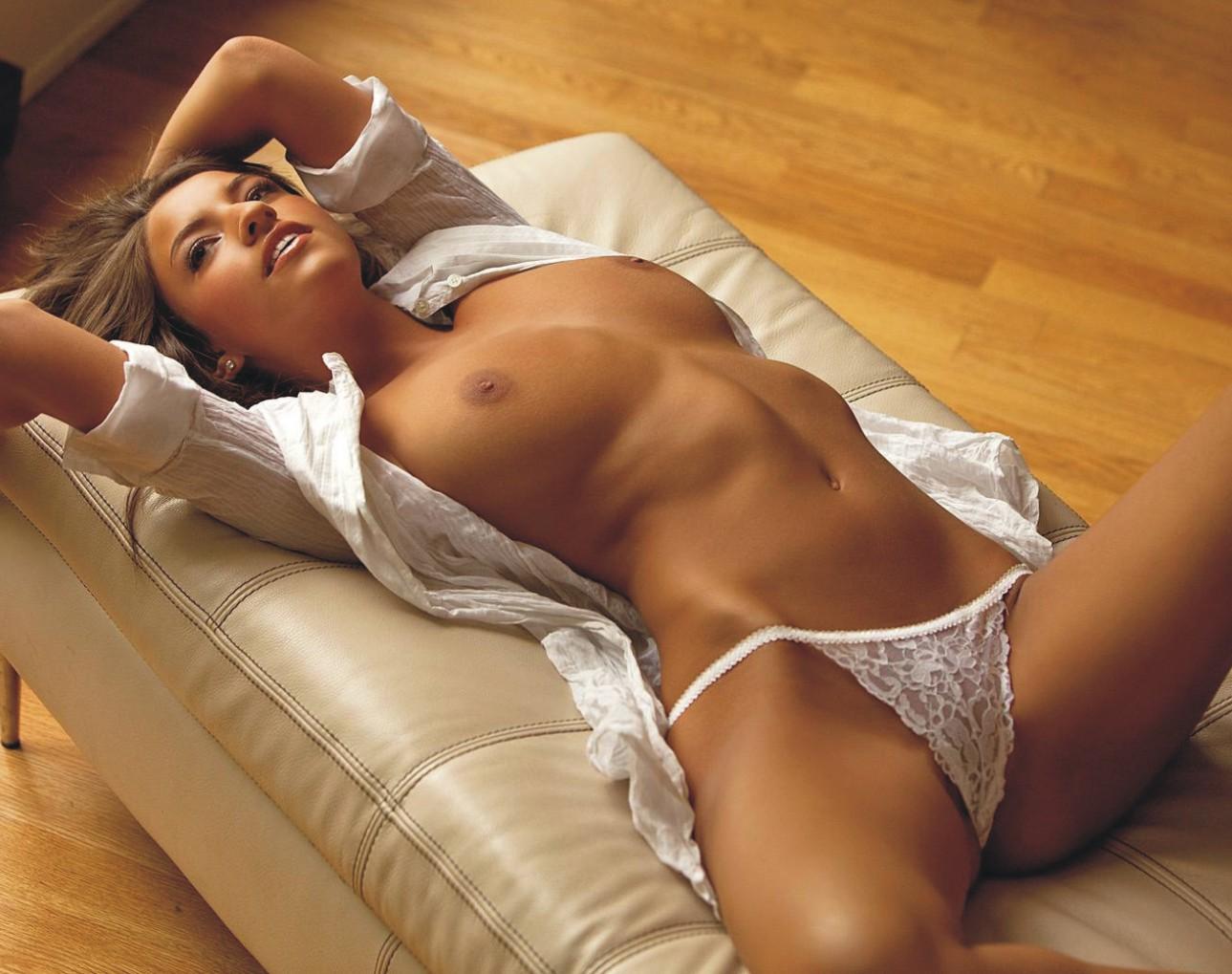 Голые телки без нижнего белья фото, смотреть видео трясет грудью