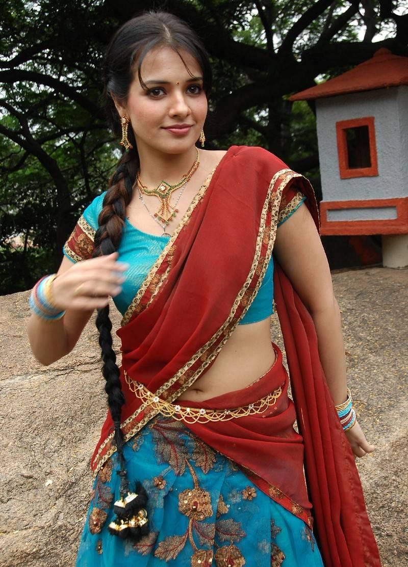 Saree Navel: Navel Show In Half Saree