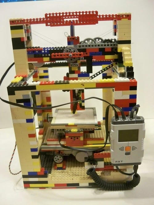 07-Lego-3D-Printer-Engineering-Student-Matthew-Kreuger-www-designstack-co