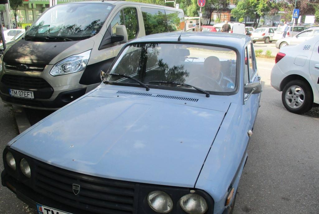 Bărbat prins în timp ce încerca să fure dintr-o masina parcata în fața Spitalului Județean