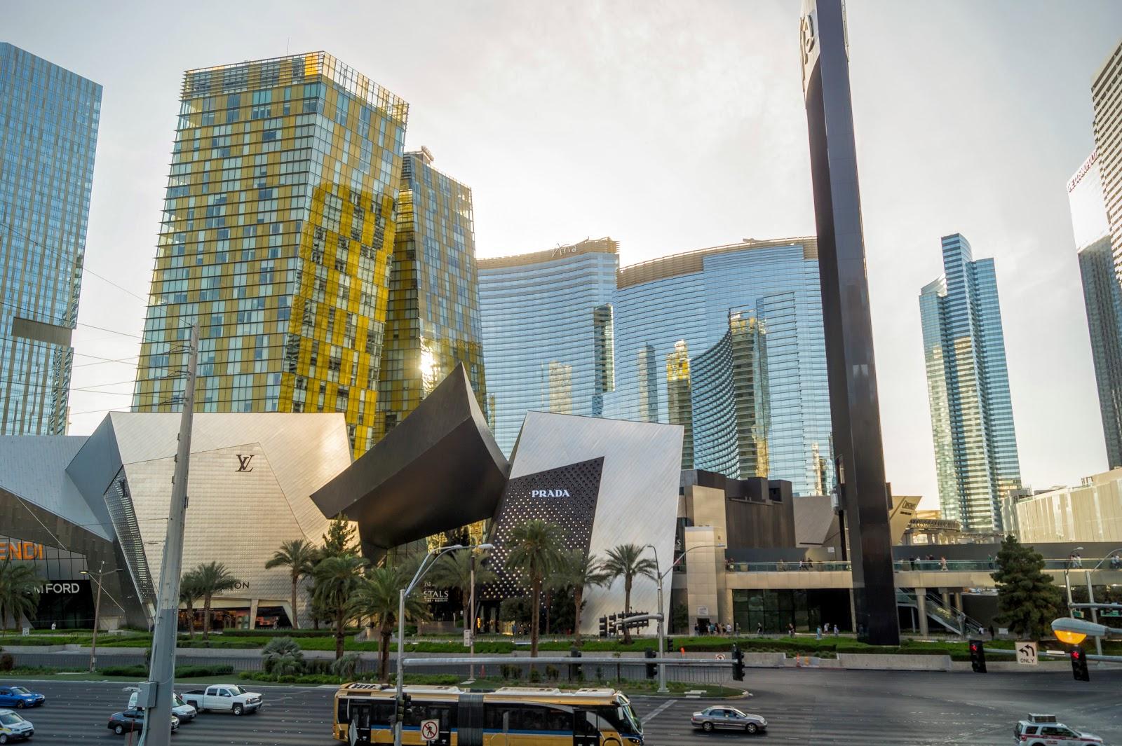 бизнес-центр с офисными небоскрёбами