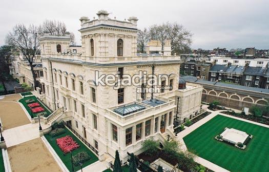 seorang miliader asal rusia roman abramovich membeli rumah kensington palace gardens yang berlokasi di london ini pada 2017 dengan harga us 221 juta