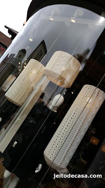 recicle-abajur-ou-pendente-com-trabalho-artesanal-em-tricô-ou-crochê