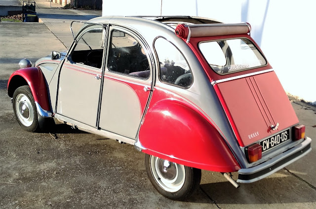 Citroën 2CV version Dolly, avec chauffeur pour votre mariage ou évènement.