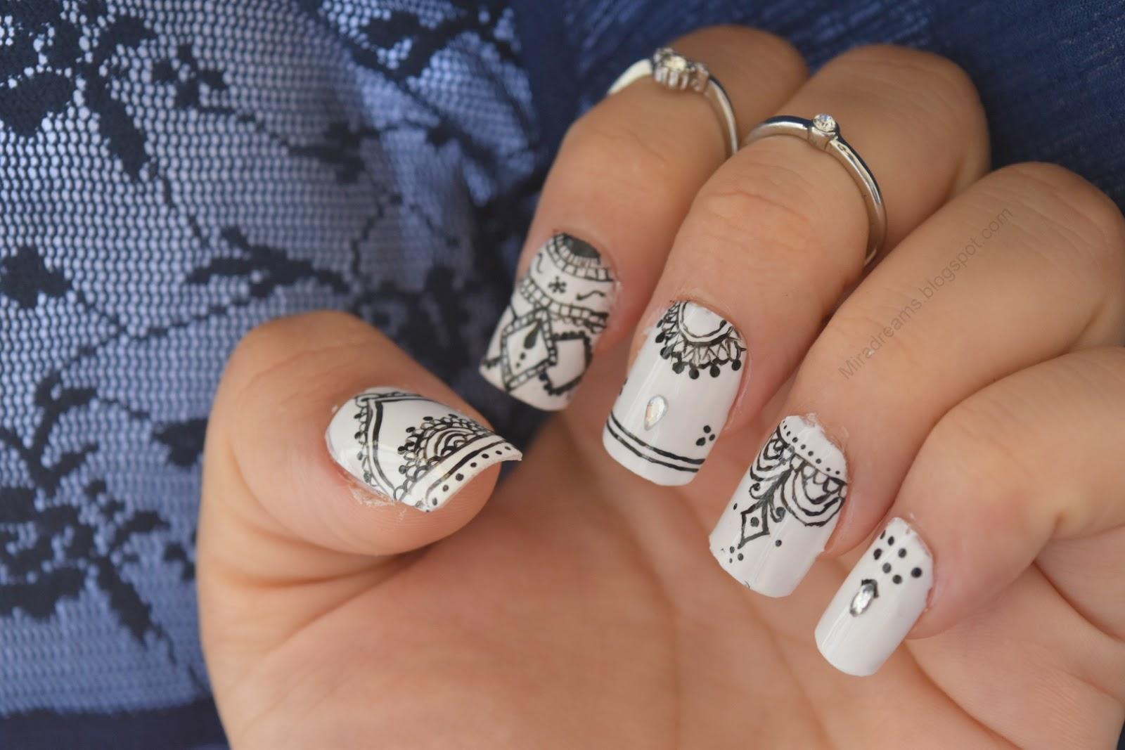 Nail art mandala