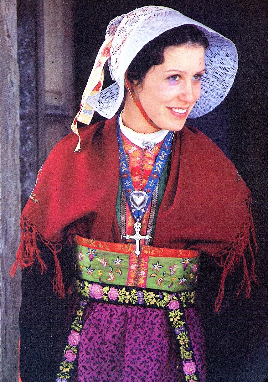 Folkcostume Amp Embroidery Costume Of The Arvan Valley Savoy