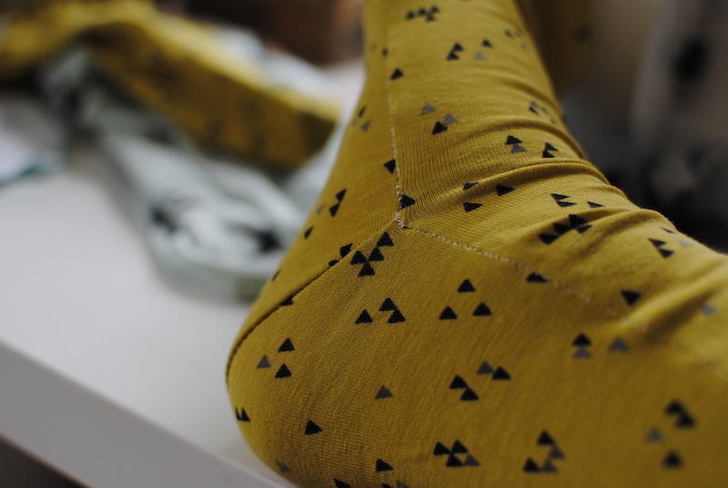 Vom Nähtisch// Socken nähen mit etwas Änderungsarbeit.