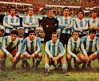 SELECCIÓN DE ARGENTINA - Temporada 1971-72 - Bargas, Pastoriza,  Rubén Omar Sánchez, Laraignée, Ramón Heredia y Dominichi; Rubén Ayala, Brindisi, Bianchi, Madurga y Fischer - La Copa Julio Roca era un torneo que se jugaba entre las Selecciones de Brasil y Argentina y que se disputó de modo intermitente entre 1914 y 1976 - En 1971, empataron los dos partidos: ARGENTINA 1 (Madurga) BRASIL 1 (Caju) - 28/07/1971 - Buenos Aires, Argentina, estadio Monumental; ARGENTINA 2 (Fischer 2) BRASIL 2 (Tostao, Paulo Cesar Caju) - 31/07/1971 - Buenos, Aires, Argentina, estadio Monumental - En ambos partidos, Argentina alineó el mismo once
