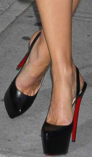 https://celebritygalaworld.blogspot.com/2012/02/kate-beckinsale-toe-cleavage-2012.html