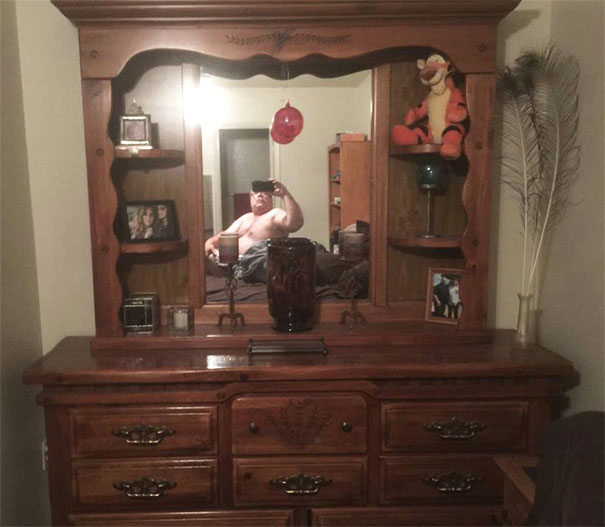 These Pictures Of People Trying To Sell Their Mirrors Is The Funniest Thing We Saw Today