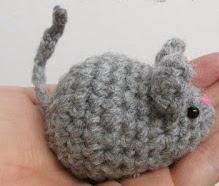 http://translate.google.es/translate?hl=es&sl=en&tl=es&u=http%3A%2F%2Fwww.amigurumitogo.com%2F2014%2F04%2Flittle-grey-mouse.html