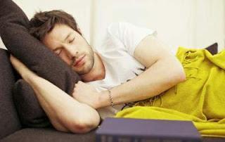 gambar posisi tidur miring ke kanan