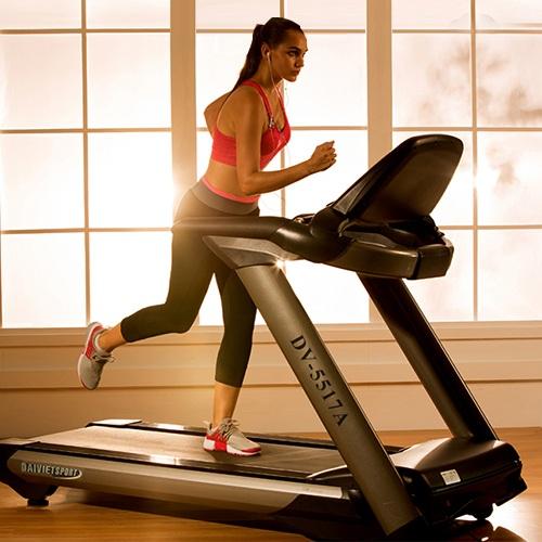Các thói quen tập gym khiến làn da xuống cấp