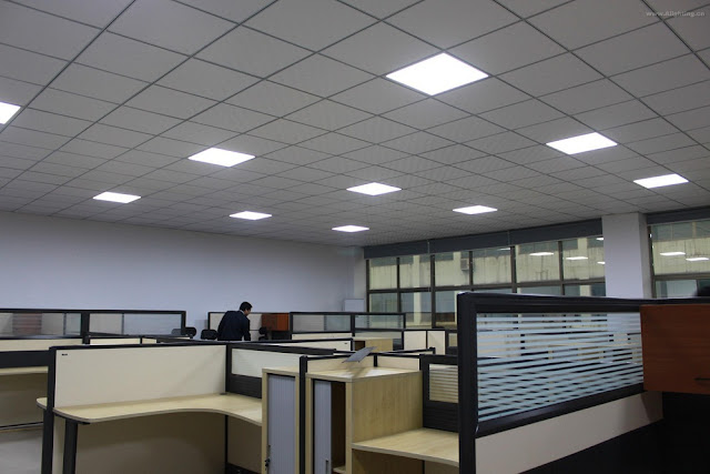 Looking for office lighting fixtures that maximize the light efficiency of the bulbs 32