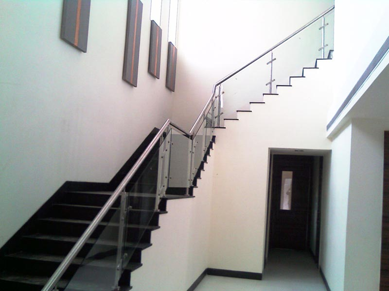 How to design glass staircase railing - My Staircase Gallery