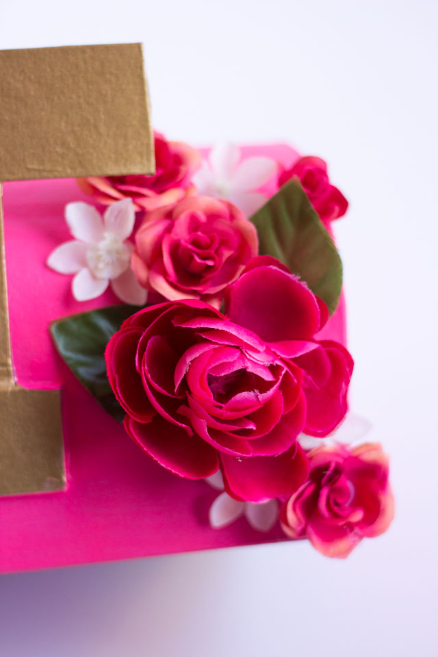 How to make a floral valentine mailbox