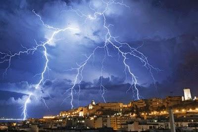 أمطار رعدية ورياح شديدة تعم مناطق في المملكة