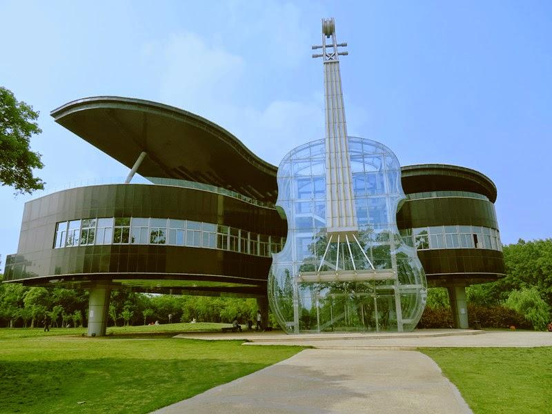 Los edificios mas raros del mundo for Casa moderna 1 piano