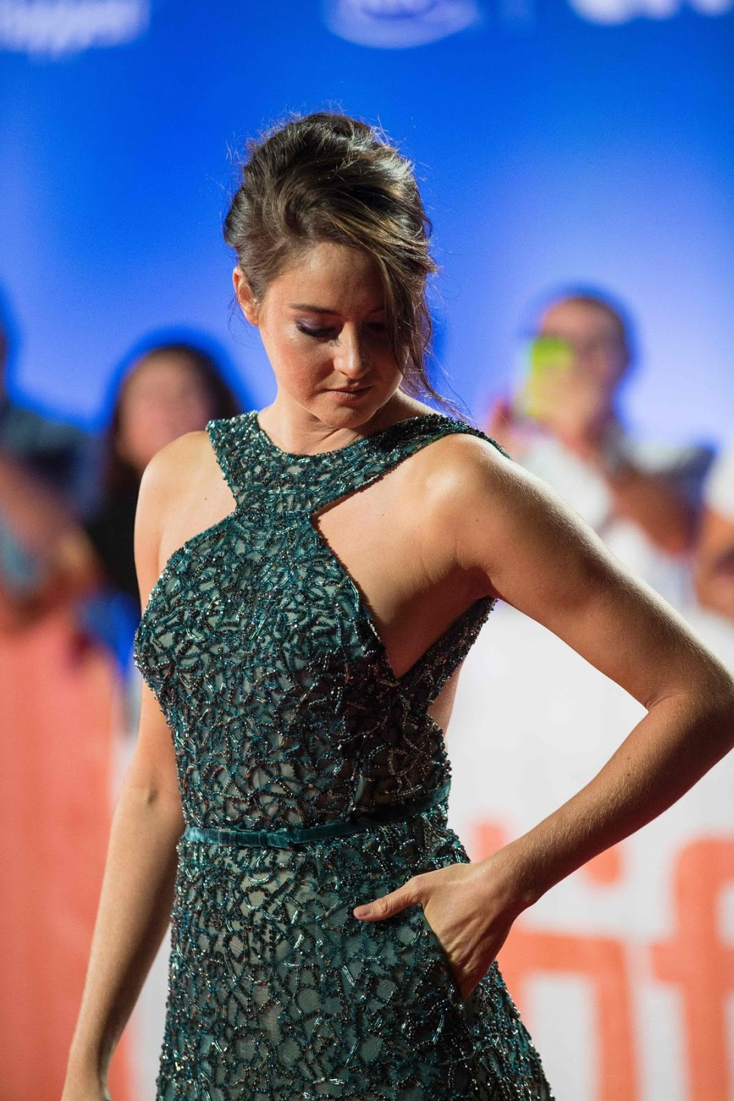 Full HQ Wallpapers of Shailene Woodley At Snowden Premiere At Toronto International Film Festival