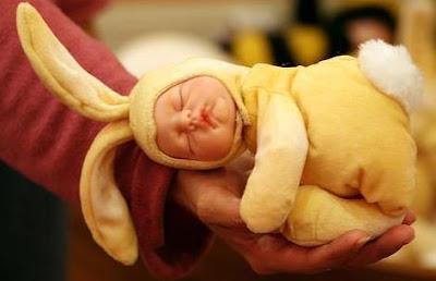 Foto de un bebé soñando plácidamente