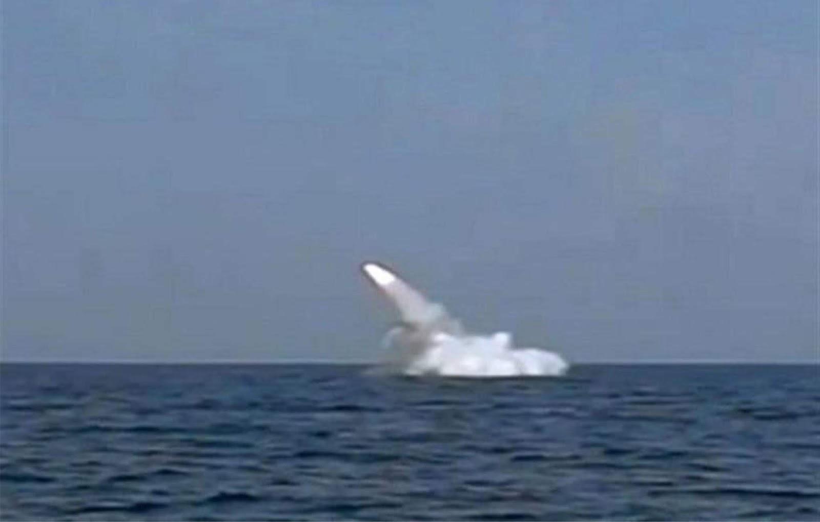 Kapal selam Qadir Iran untuk pertama kali meluncurkan rudal dari posisi terendam