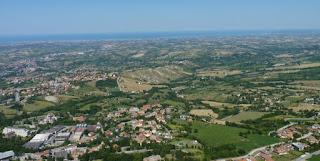 Vistas desde la Fortaleza de Guaita, San Marino.