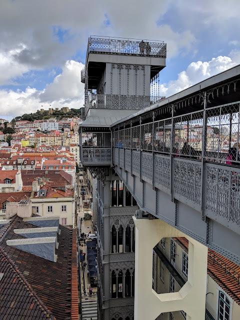 Санта-Жуштський ліфт (Elevador de Santa Justa). Ліссабон, Португалія