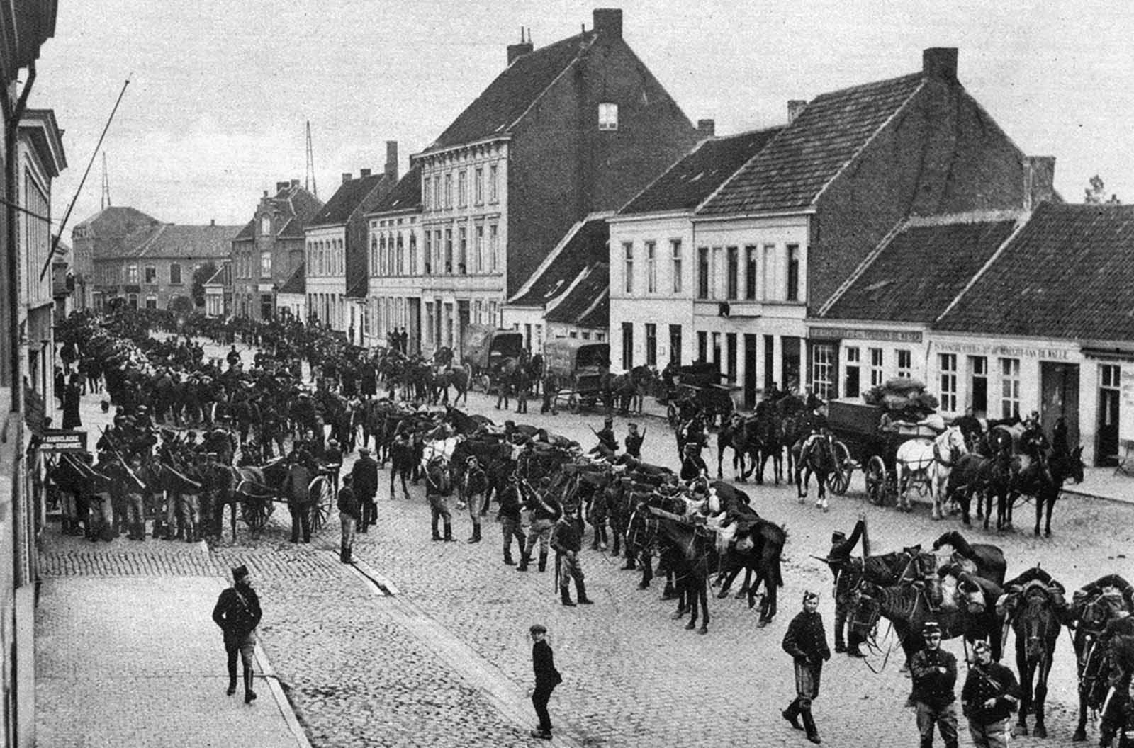 Belgian chasseurs pass through the town of Daynze, Belgium, on the way from Ghent to meet the German invasion.